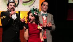Nacho Gómez como Closet junto a Teresa Arbolí y Néstor Barea